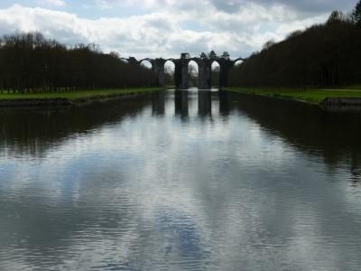 au bout du jardin, vers l'aqueduc