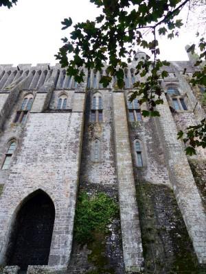 La Merveille et ses étages, peuple, moines, chevaliers