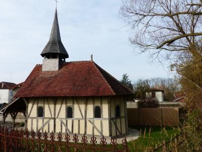 la minuscule chapelle Saint Jean à pan de bois