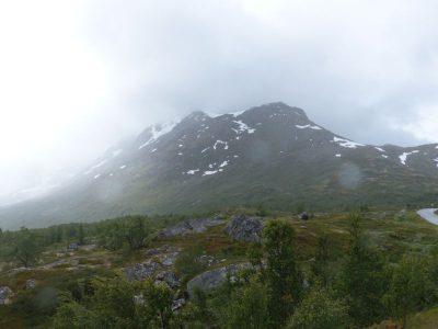 une montagne au loin...