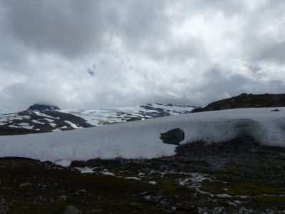 neige et nuages entremêlés