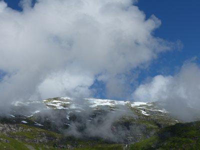 quand les nuages tutoient les sommets